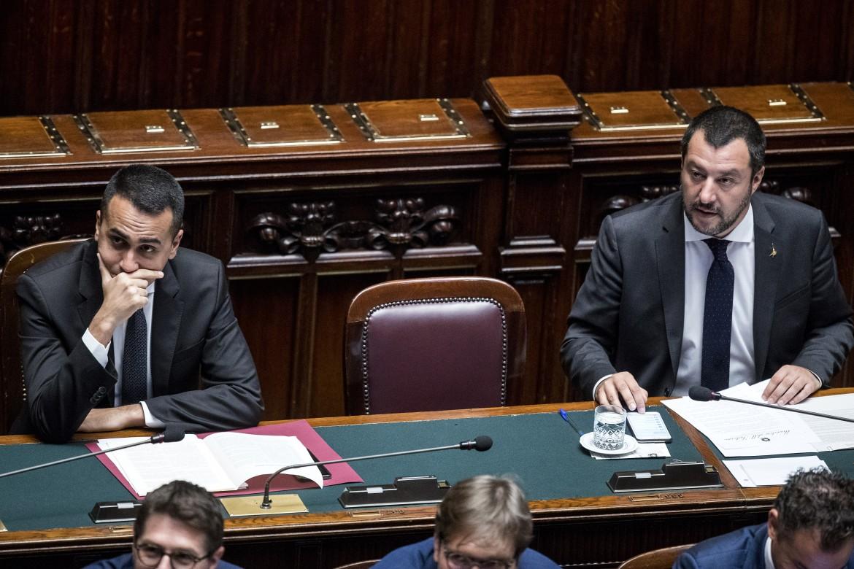 Di Maio e Salvini sui banchi del governo