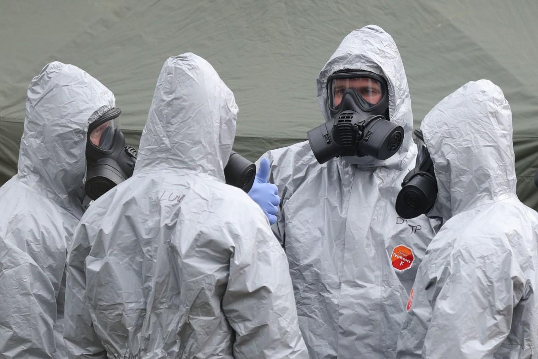 Poliziotti inglesi sul luogo del tentato avvelenamento di Skripal e sua figlia