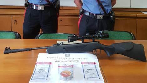 La carabina con la quale ieri a Cassola (Vicenza) è stato colpito un lavoratore ivoriano