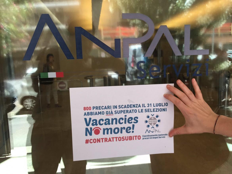 Roma, una protesta per la stabilizzazione dei lavoratori dell'Agenzia Nazionale delle politiche attive del lavoro (Anpal)
