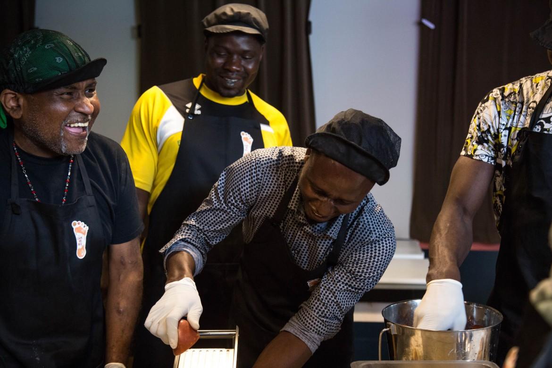 Alcuni dei cuochi migranti del progetto «In cammino...catering migrante»