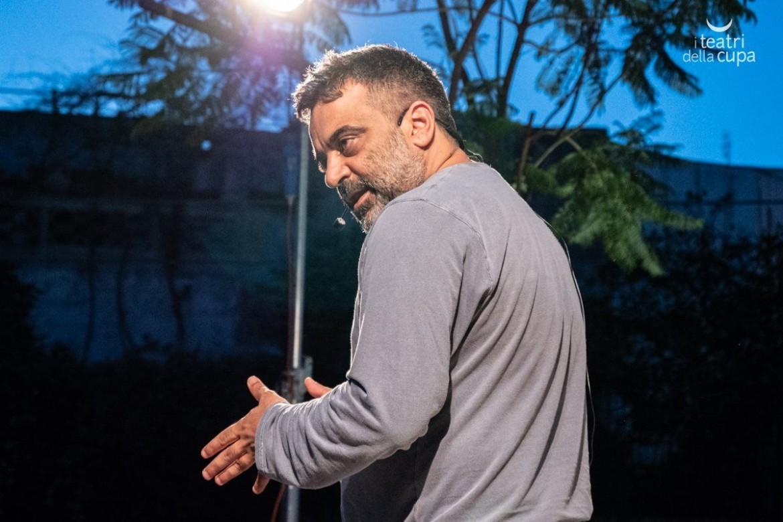 Massimiliano Civica in «Parole imbrogliate»