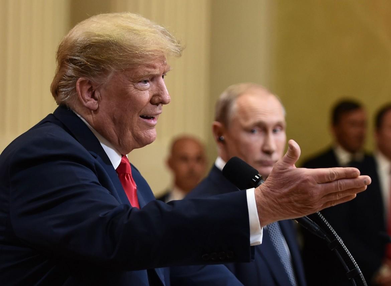Il presidente statunitense Trump insieme al russo Putin durante l'incontro del 16 luglio a Helsinki