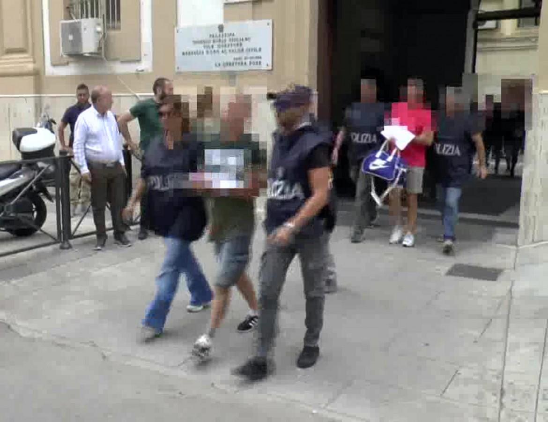 Uno degli arrestati alla banda dei falsi incidenti arrestato dalla polizia di Palermo