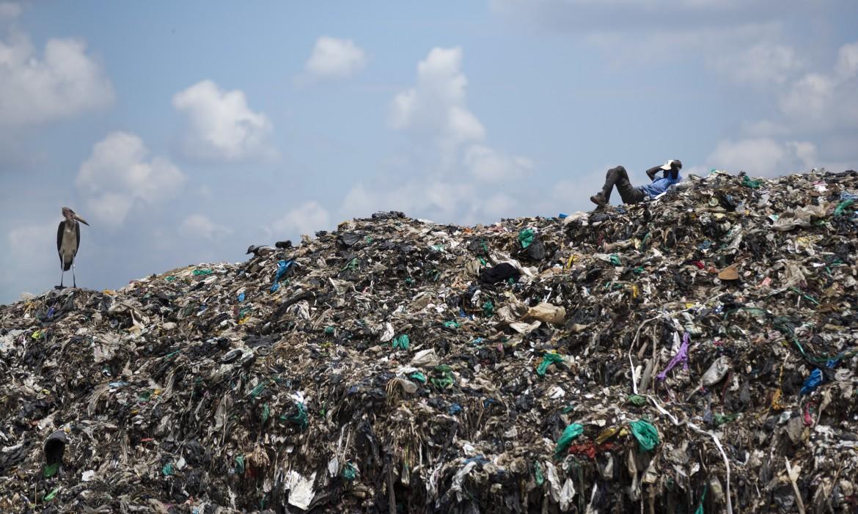 La discarica di Dandora, nella capitale kenyota Nairobi: 121mila metri quadrati di rifiuti