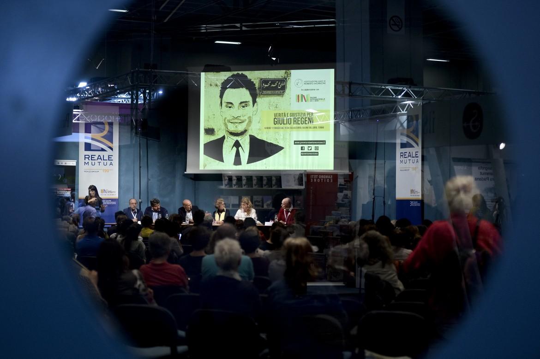 Giulio al Salone del Libro di Torino, lo scorso maggio: l'incontro con Paola Defendi e Claudio Regen
