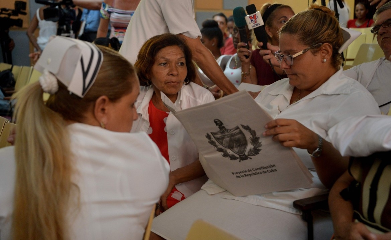 Al policlinico Nguyen Van Troi de L'Avana le infermiere partecipano al dibattito sulla nuova carta
