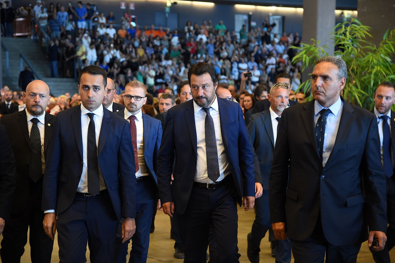 Di Maio e Salvini ieri ai funerali di stato