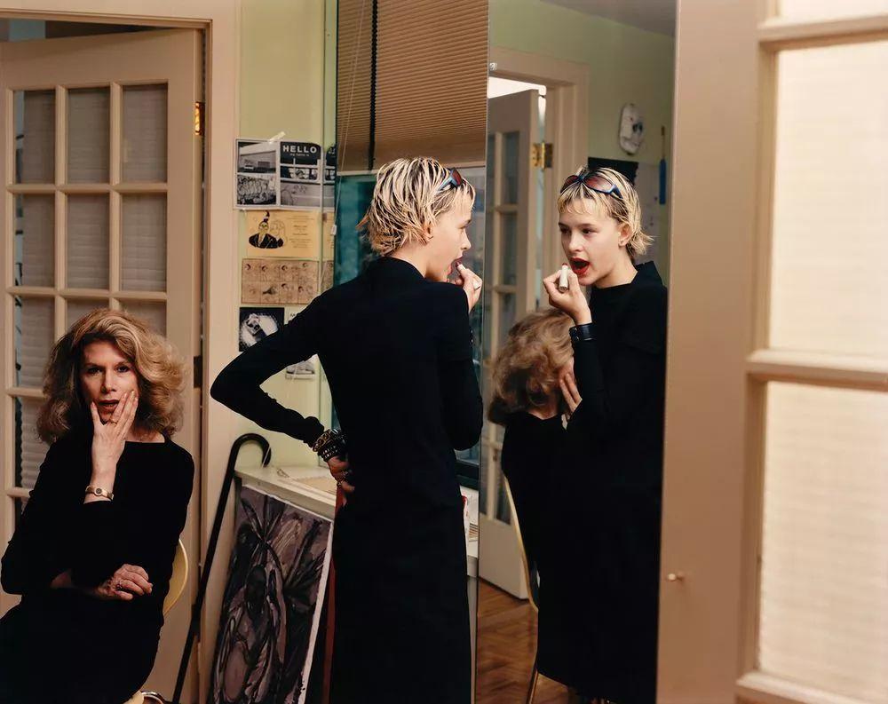Tina Barney, The Lipstick, 1999