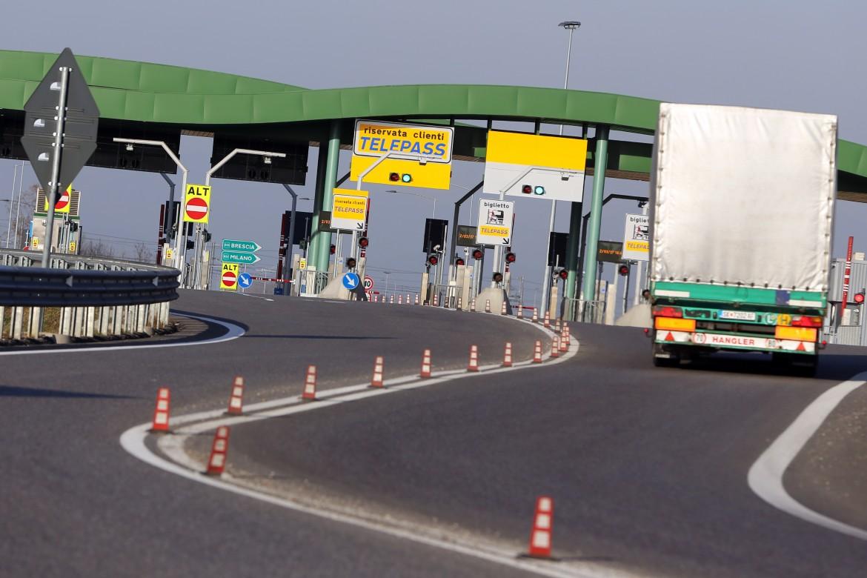 Un casello di Autostrade per l'Italia