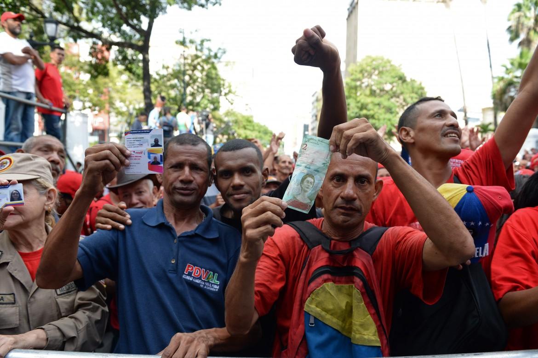 Manifestazione a Caracas a favore del pacchetto di riforme del presidente Maduro