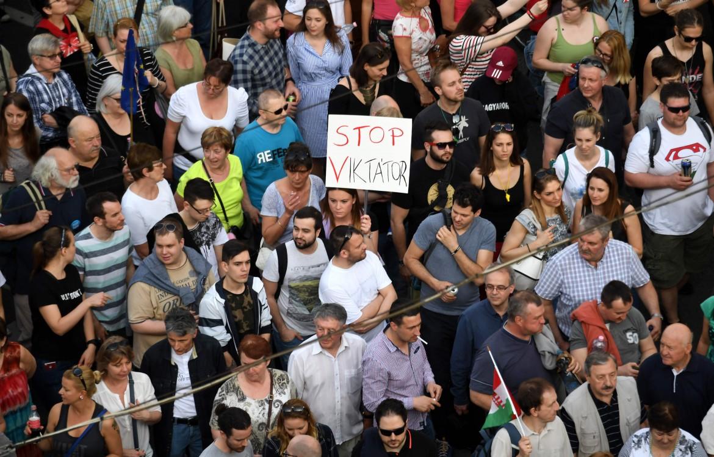 Budapest, protesta contro le misure del governo ungherese che attaccano le ong e lo stato di diritto