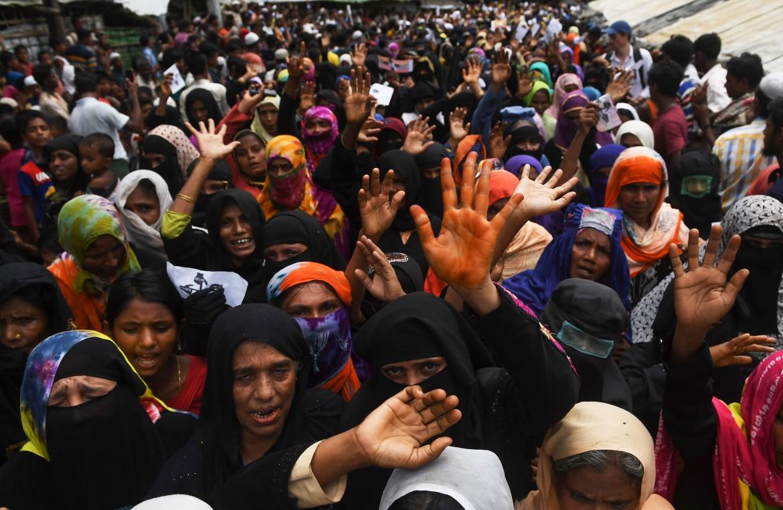 Domenica scorsa la protesta dei rifugiati Rohingya nel campo di Kutupalong, in Bangladesh