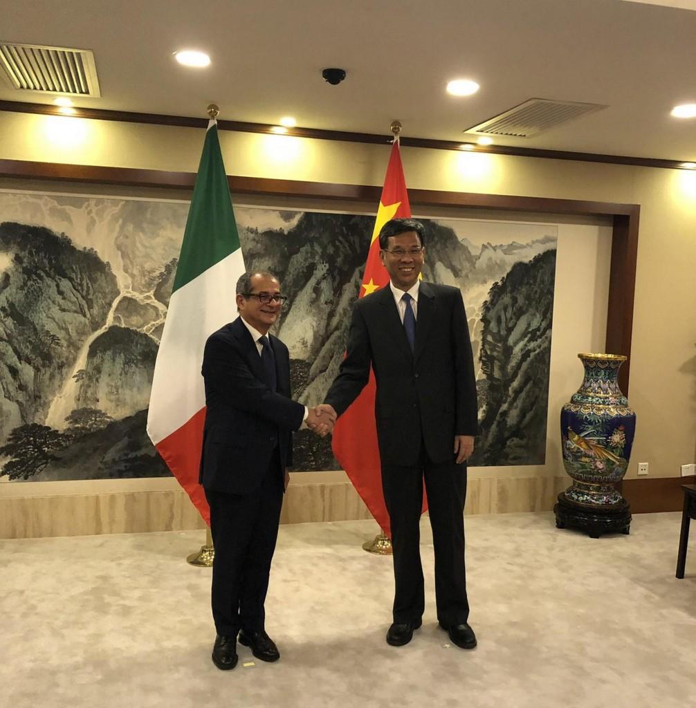 Il ministro Giovanni Tria a Pechino con l'omologo Liu Kun