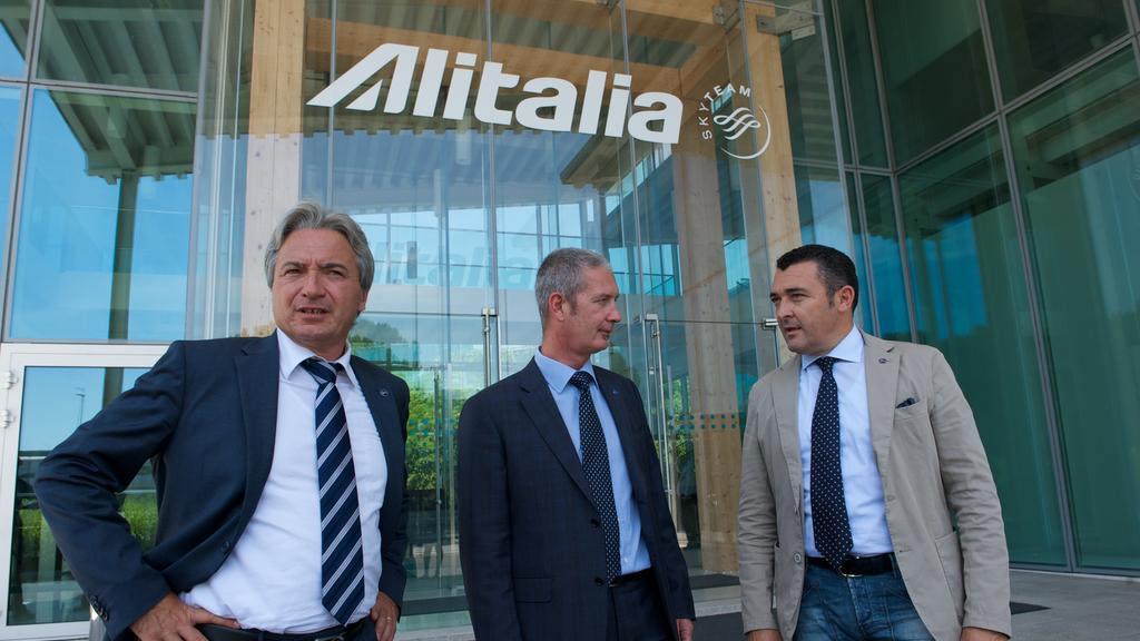 I vertici di Anpac: il coordinatore dei piloti Riccardo Canestrari è il primo da sinistra