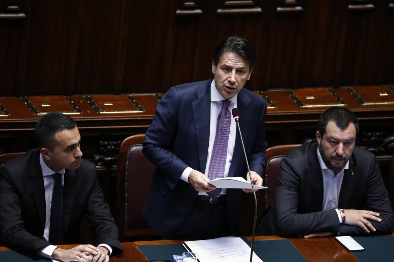 Il premier Giuseppe Conte tra i due vice Matteo Salvini e Luigi Di Maio