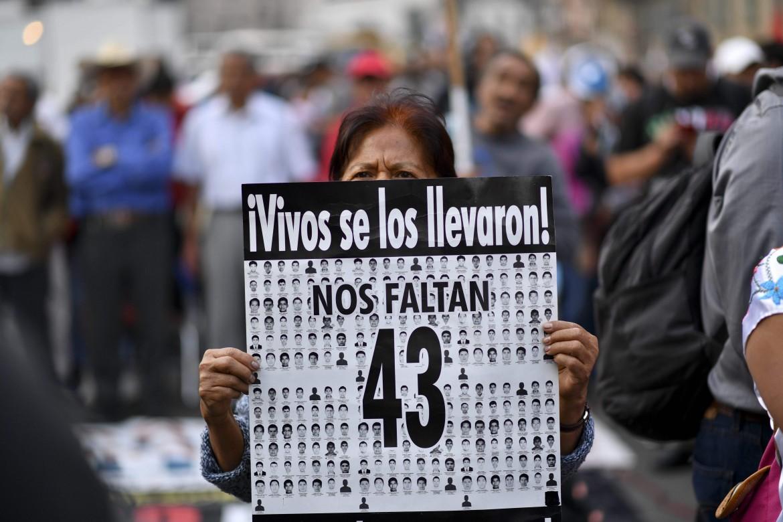 Una protesta per i 43 studenti scomparsi