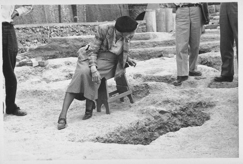 La scrittrice visita gli scavi in Iraq