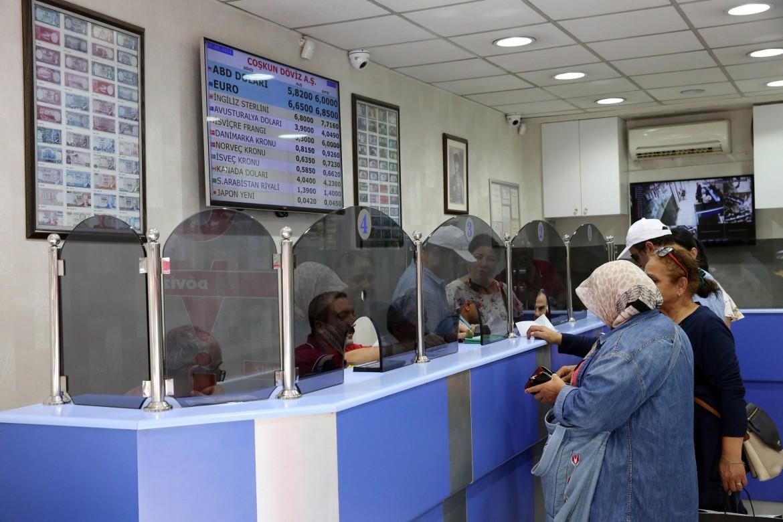 Un ufficio di cambio valute a Istanbul