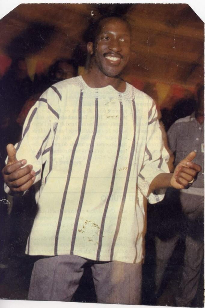 il presidente Sankara con l'abito burkinabé