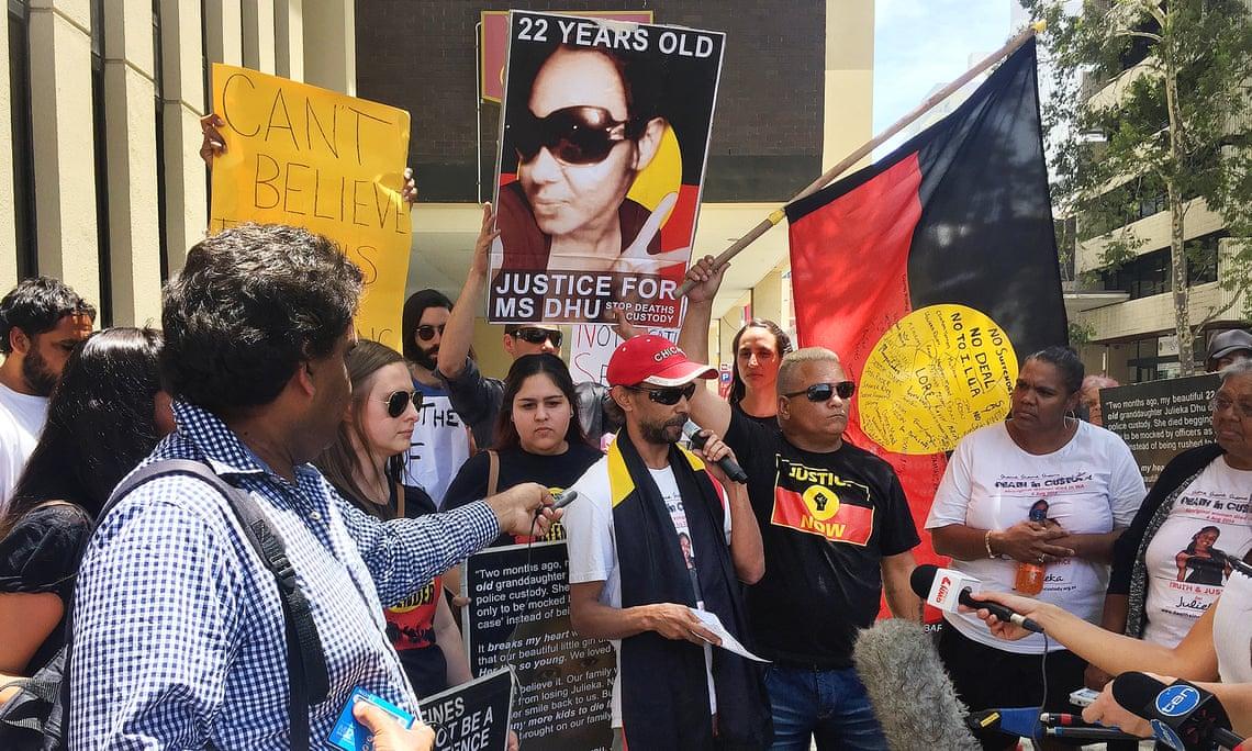anifestazione  a Perth con la famiglia di  Ms Dhu morta per le percosse in un posto di polizia