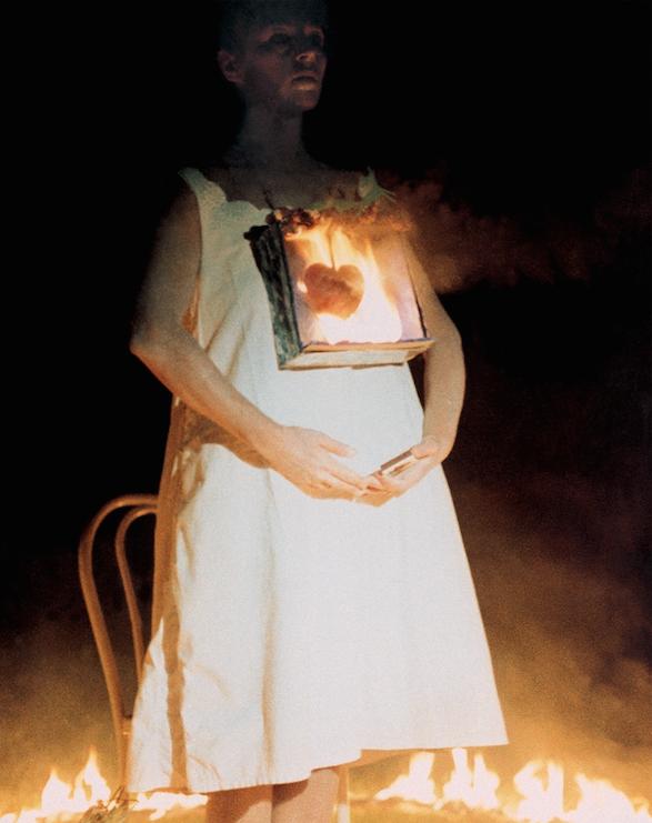 Un'opera di Leda Papaconstantinou, «Burning» (1985)