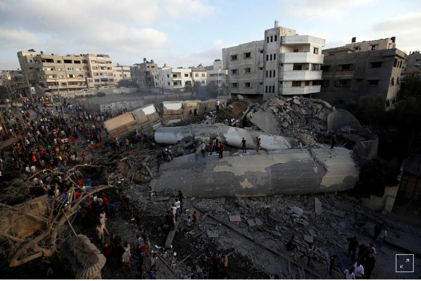 Il Messhal Building a Gaza city distrutto ieri da Israele