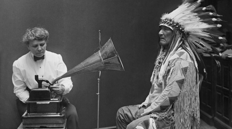 L'immagine della registrazione audio di un capo della tribù dei Blackfoot nel 1916