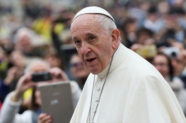 Papa Francesco, sotto monsignor Viganò