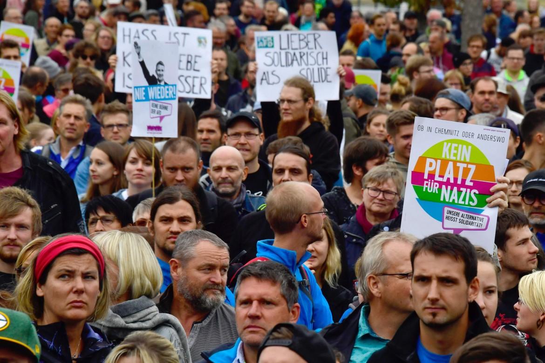 La contromanifestazione antifascista a Chemnitz