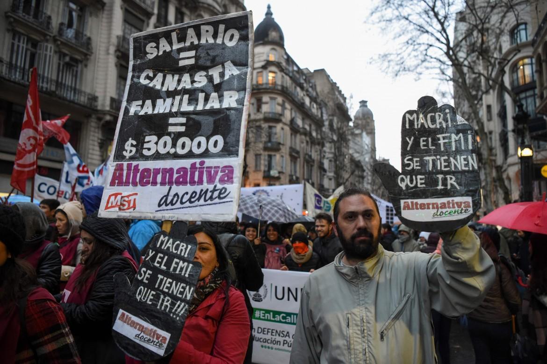 Buenos Aires, proteste studentesche contro i tagli all'università