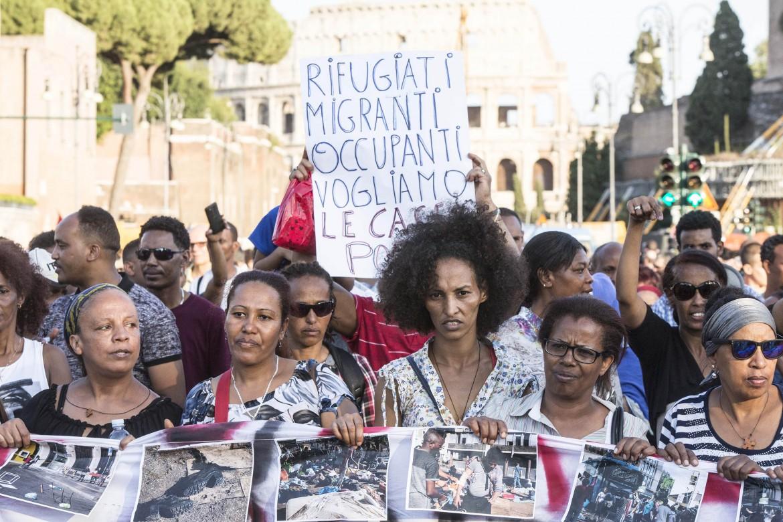 Roma, agosto 2017, manifestazione degli sgomberati di via Curtatone