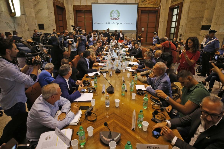 Il tavolo generale tra governo, sindacati e Mittal al ministero dello sviluppo sul destino dell'Ilva