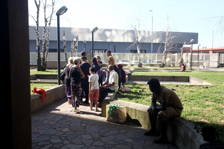 Le famiglie ospitate dal centro sociale Aldo Dice 26x1
