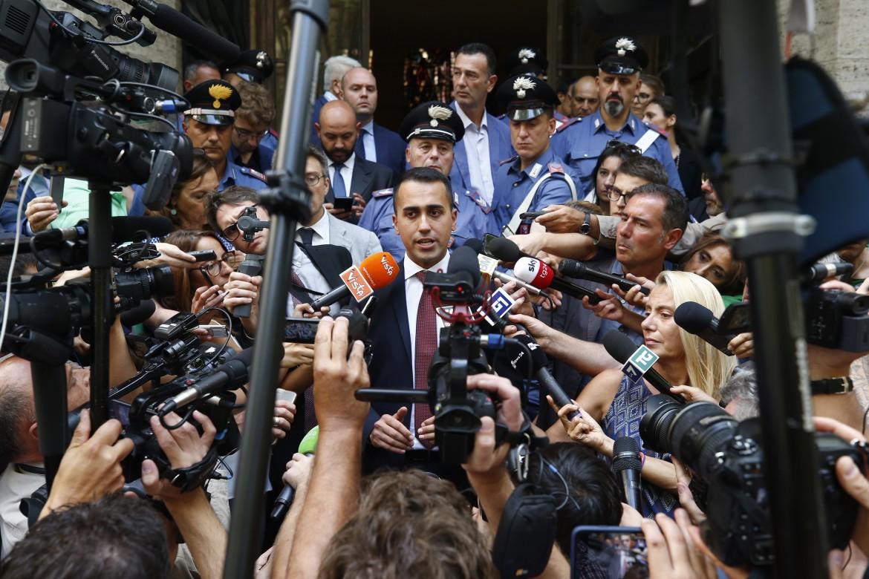Il vicepremier Luigi Di Maio dopo la firma dell'accordo Mittal-sindacati