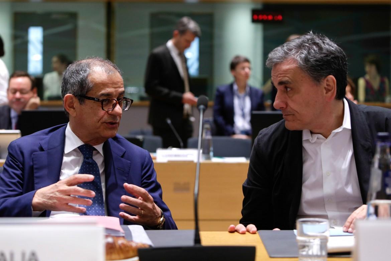il ministro Tria con il suo omologo greco Euclidis Tsakalotos