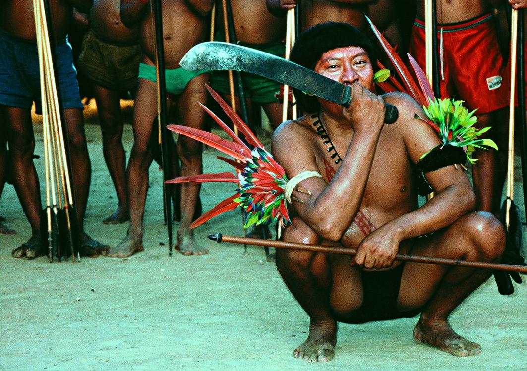 Davi Kopenawa durante una festa reahu,