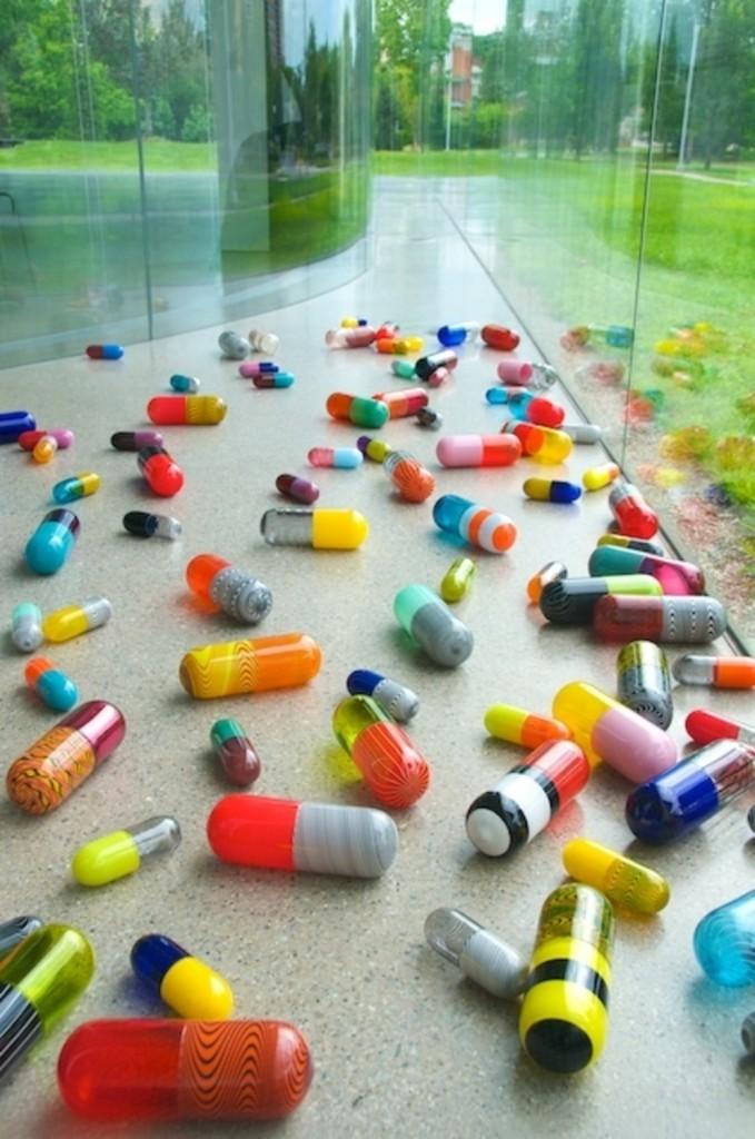 «Pill Spill» di Beverly Fishman, 2011