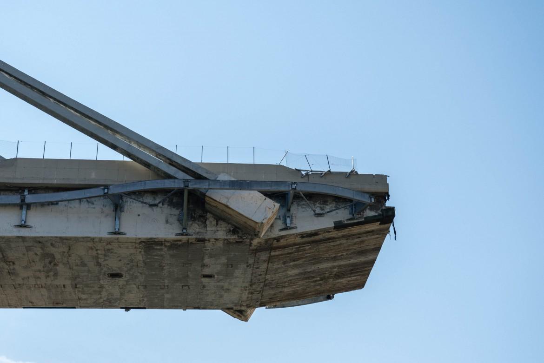 Quel che resta del ponte Morandi