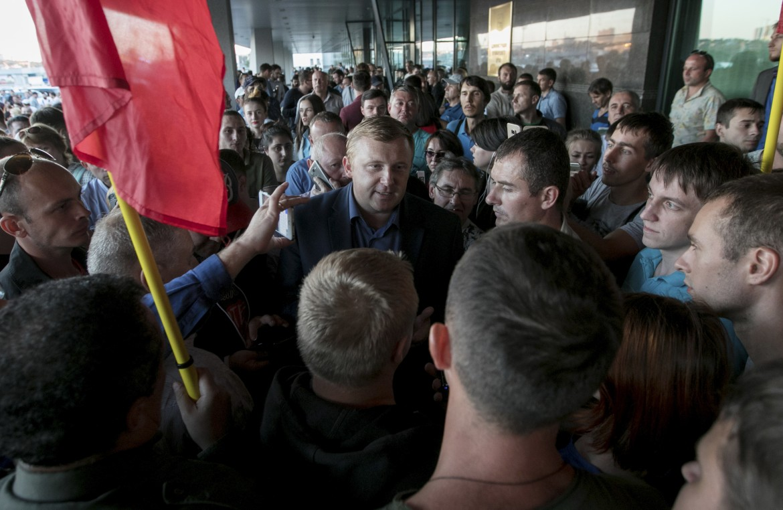Andrei Ishchenko, il candidato comunista parla ai suoi sostenitori a Vladivostok