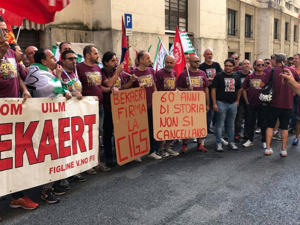 Operai Bekaert manifestano sotto il Mise