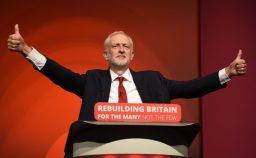 Corbyn riparte dalle origini e detta le condizioni a May