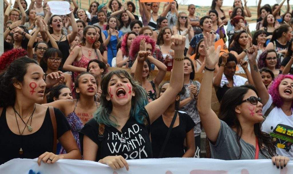 Una manifestazione contro Bolsonaro, il candidato presidente della destra, organizzata dalle donne brasiliane