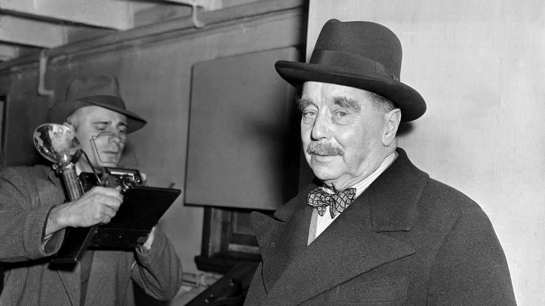 Un ritratto tardo dello scrittore inglese H. G. Wells, considerato insieme a Jules Verne padre della fantascienza