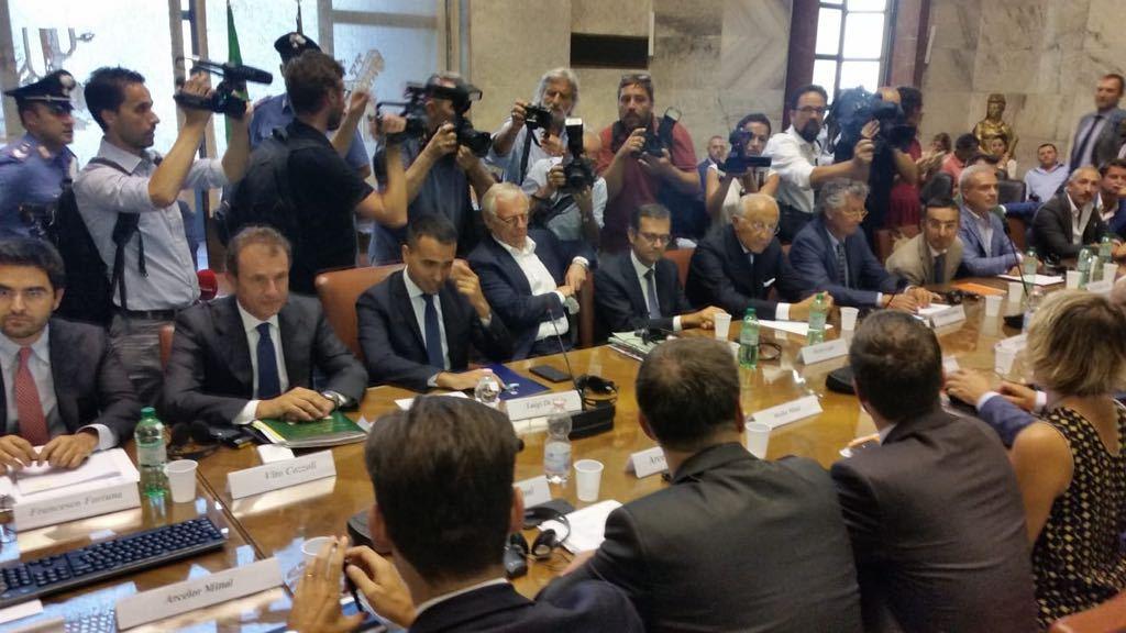 Il ministro Luigi Di Maio al tavolo generale su Ilva mercoledì notte
