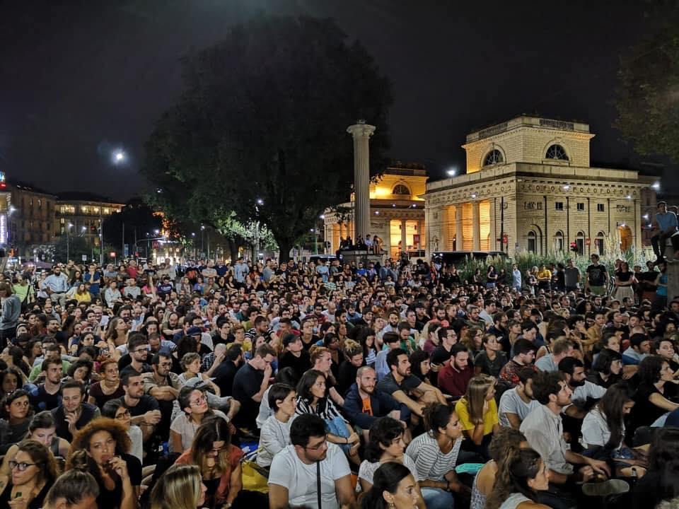 La proiezione del film «Sulla mia pelle» a Milano in piazza Oberdan