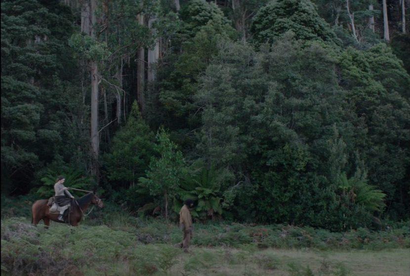 Aisling Franciosi e Baykali Ganambarr in «The Nightingale»