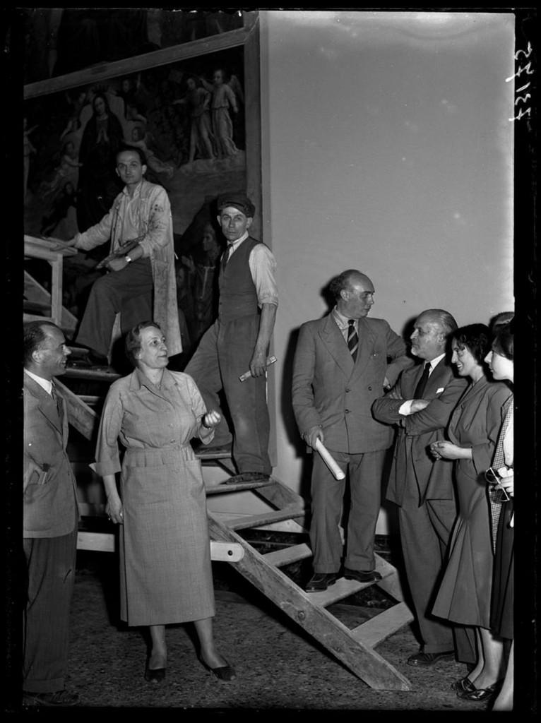 1 giugno 1950: Fernanda Wittgens, Mauro Pelliccioli e Piero Portaluppi assistono ai restauri alle opere in attesa dell'imminente riapertura della Pinacoteca di Brera, Publifoto