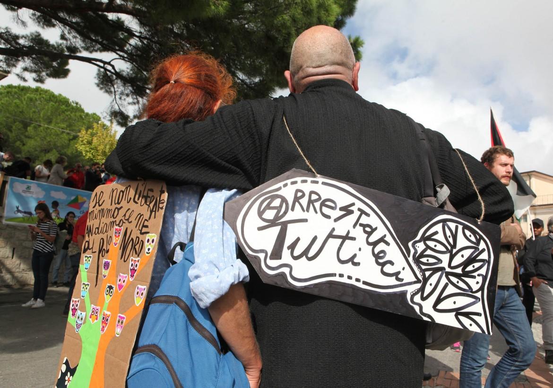 Momenti della manifestazione autoconvocata a Riace  in solidarietà con il sindaco Domenico Lucano