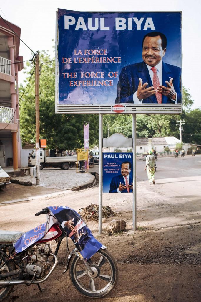 Cartellone elettorale di Paul Biya, 85 anni, da 36 al potere: «La forza dell'esperienza»